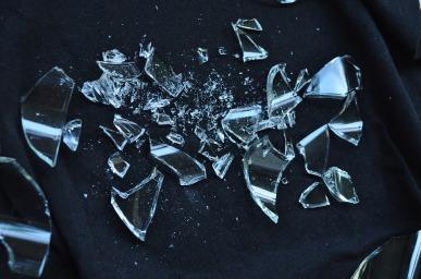broken-glass-1818066_960_720